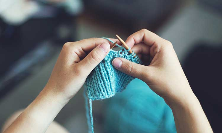 Tejer, lana azul, nueva afición