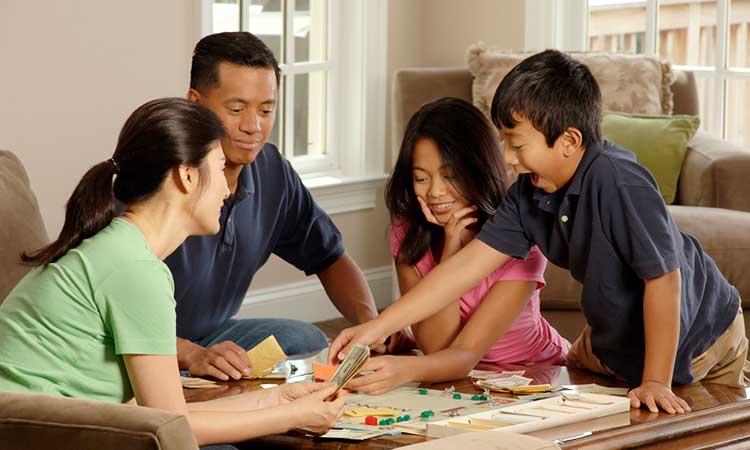 Zeit mit der Familie zuhause verbringen