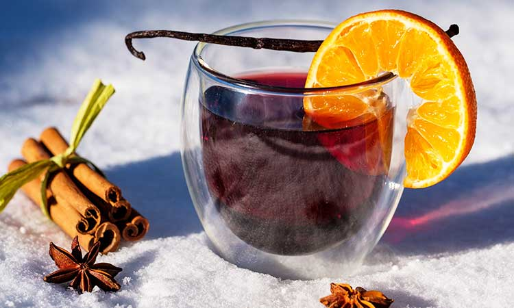 Mulled wine for your Christmas market at home