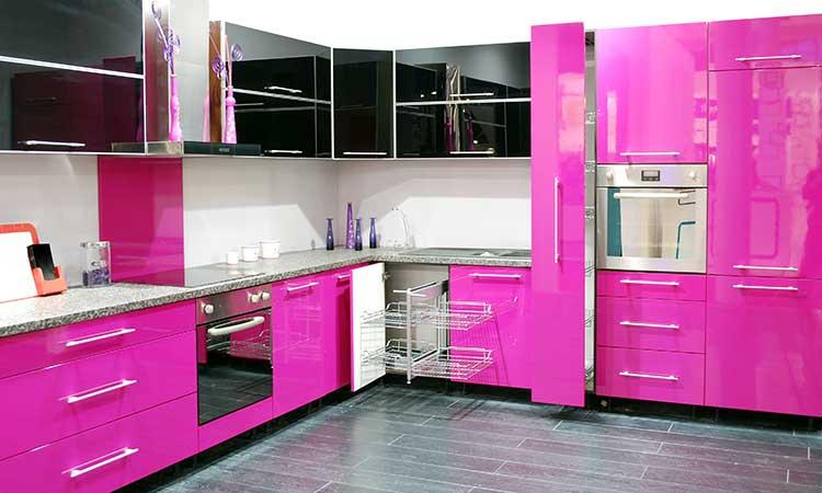 Pinke Küche, kräftige Farben